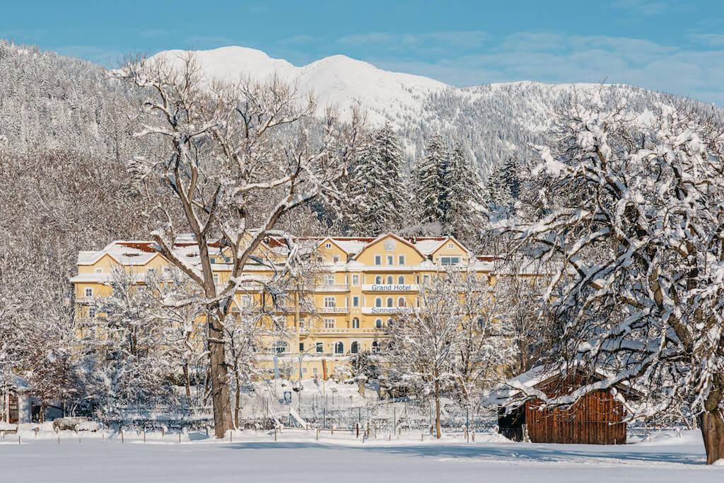 grand hotel sonnenbichl winter aussenansicht