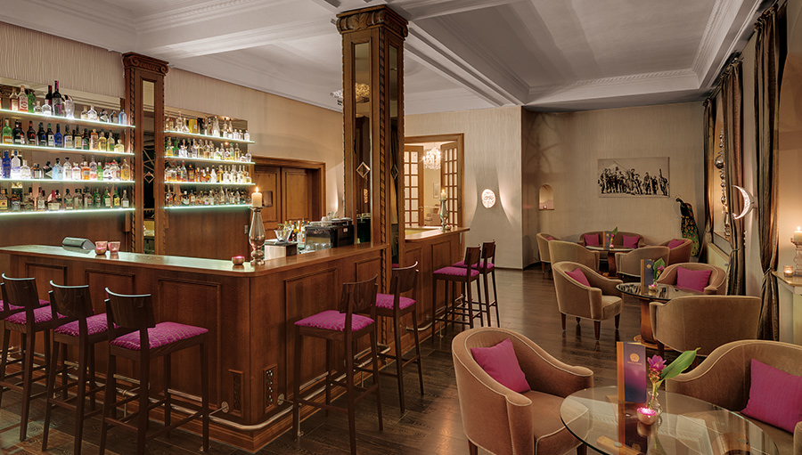 Gin & Co Peacock Bar Grand Hotel Sonnenbichl Garmisch Partenkirchen