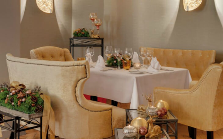 Christmas event laid table hotel Sonnenbichl